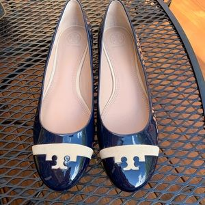 Tory Burch 9.5 navy patent low heels